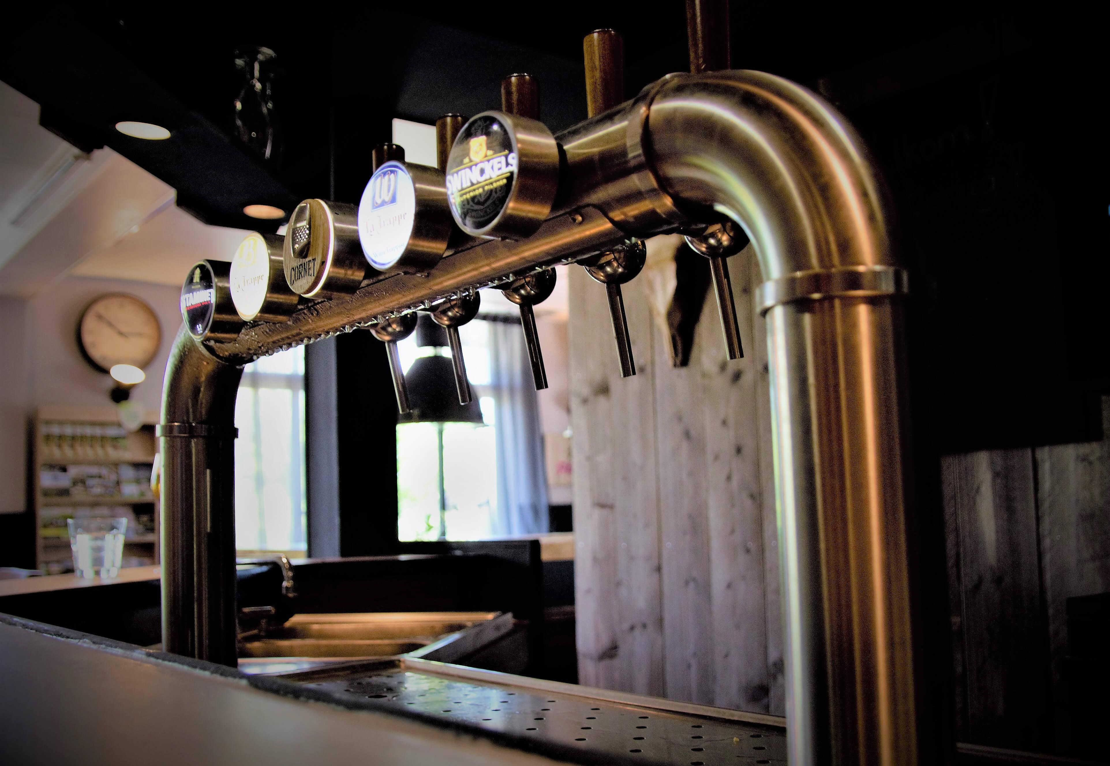 Onze<br /><em>bier, wijn en<br /></em><em>drankenkaart</em>.